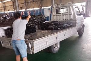 贵州客户定购的三棱钻杆发货