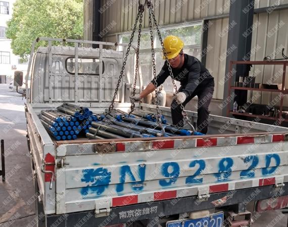 山东客户定购的仿英钻杆发货