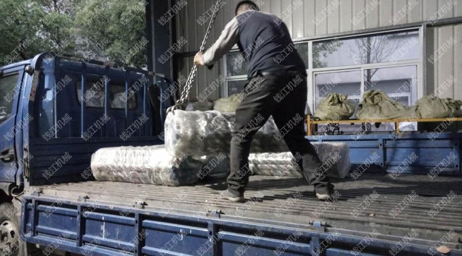 河南客户定购73本体刻槽钻杆发货